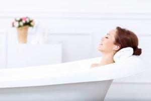 Beifuss wird gerne in Badezusätzen verwendet