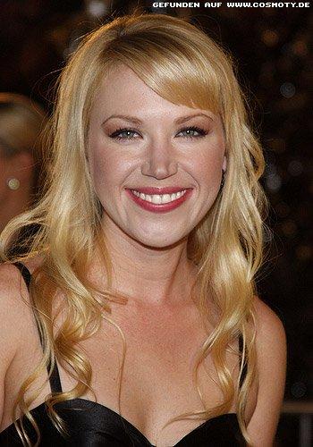 Adrienne Franz mit langen blonden Locken