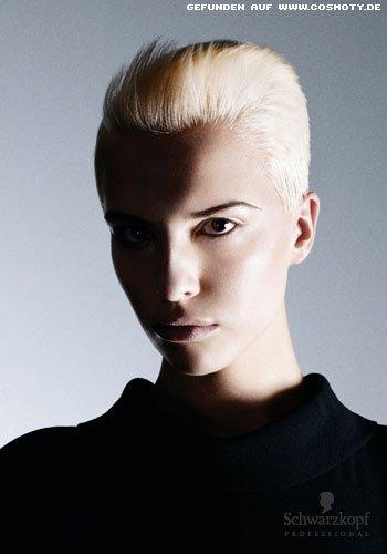 Androgyner Look für blonden Pixie