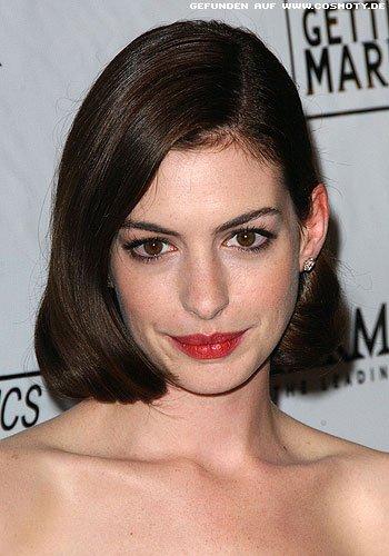 Anne Hathaway mit glattem Bob