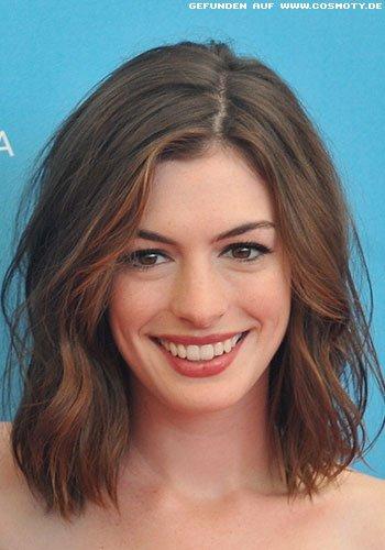 Anne Hathaway mit leicht betonten Strähnen