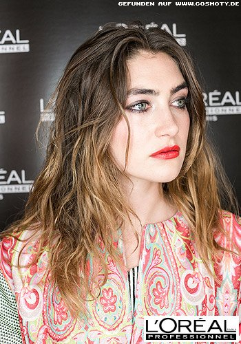 Beachwaves im Undone-Look mit Ombré-Haarfarbe