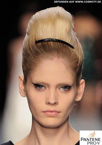Frisuren Bilder Beehive Mit Kleinem Haarreif Frisuren Haare