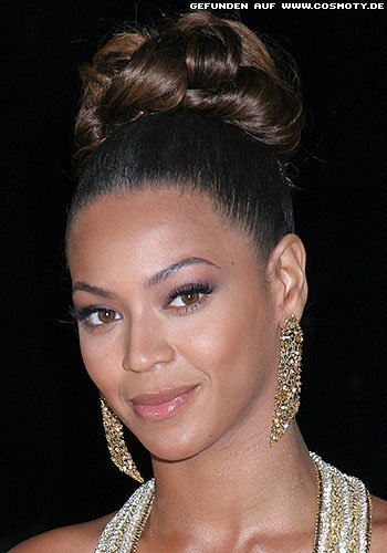 Beyonce Knowles mit extrem hohen Dutt