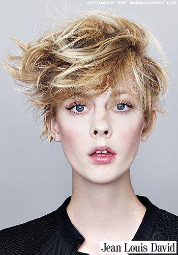 Blonder Pilzkopf mit wild-frechem Styling
