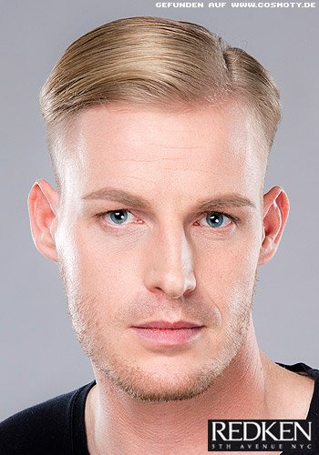 Blonder Undercut mit streng gescheiteltem Deckhaar