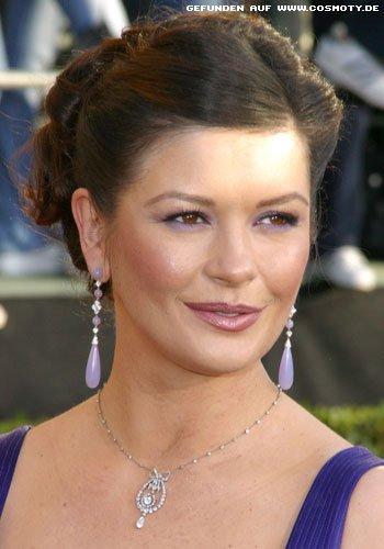Catherine Zeta-Jones mit eleganter Hochsteckfrisur