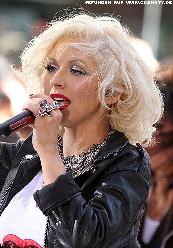 Christina Aguilera mit Retro-Locken-Bob