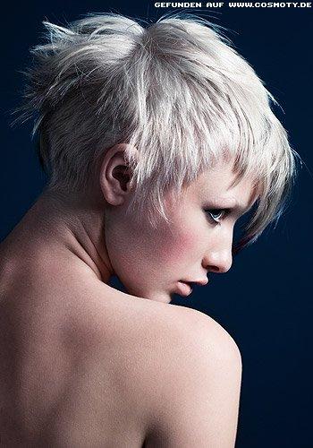Dezenter Under-Cut mit dunklen Haarspitzen