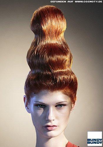 Frisuren Bilder Eleganter Dutt Aus Glanzenden Wellen Frisuren Haare
