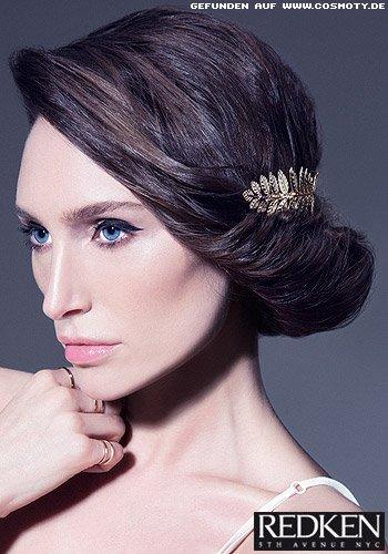 Elegant gesteckte Haarrolle zum zarter Haarspange