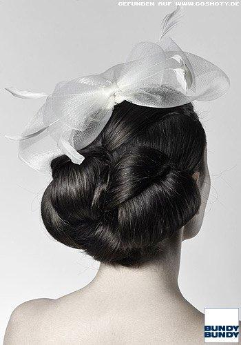 Elegant gesteckter Chignon aus Haarschlaufen