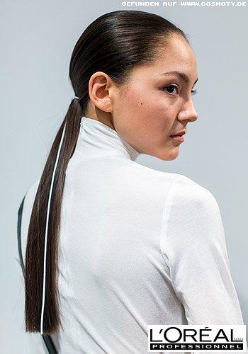 Elegant tief gebundener Zopf im Sleek-Look