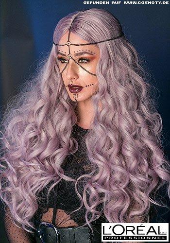 Extravagante, lange Wellen in pastelligem Violett