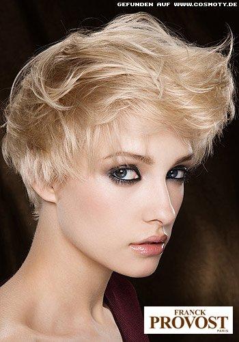 Extravaganter Glamour-Look für kurzes Haar