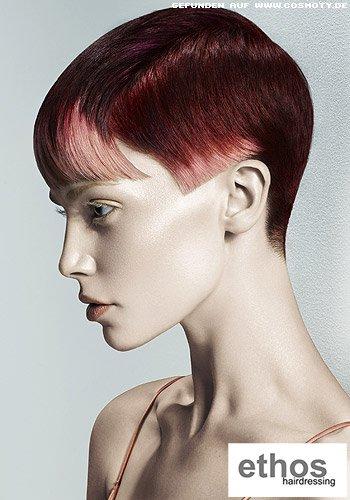 Extravaganter Pixie mit hell betonten Haarspitzen