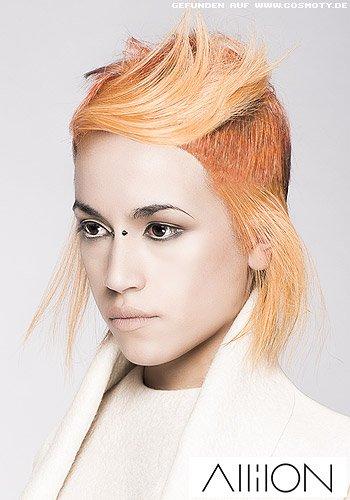 Extrovertierter Short-Cut in Kupferrot mit orangem Schimmer