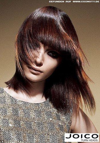 Fedrige Stufen in schulterlangem Haar