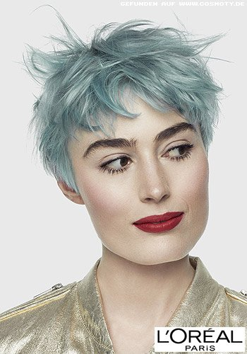 Frisuren Bilder Frecher Pixie In Blau Mit Wildem Styling