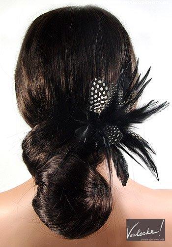 Gedrehter Chignon mit Feder-Haarspange