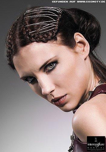 Geflochtene Haarkränze zum gesteckten Knoten