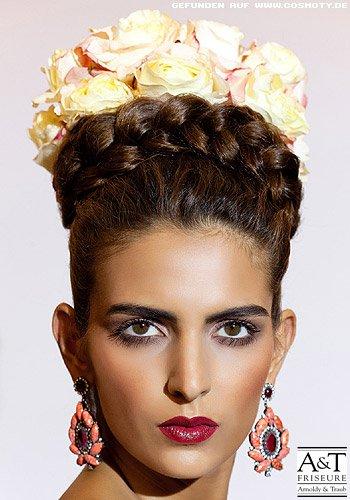 Geflochtene Haarkrone mit glattem Haaransatz