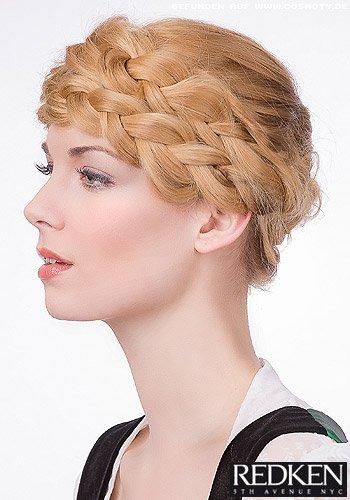 Geflochtener Haarkranz über der Stirn