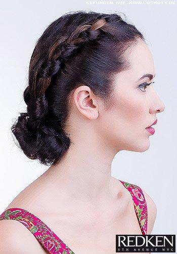 Geflochtener Haarkranz zum Dutt im Nacken