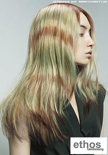 Gestuftes, langes Haar im extravaganten Streifen-Look