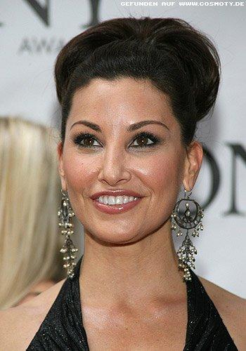 Gina Gershon: Elegante Hochsteckfrisur mit Haarschlaufen