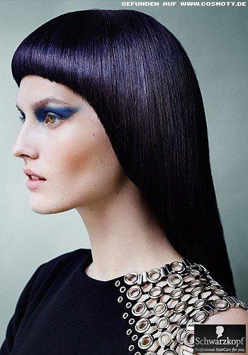 Glänzender Sleek-Look mit violettem Schimmer im Haar