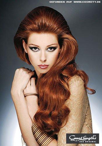Glamour-Frisur mit Ansatzvolumen und Wellen