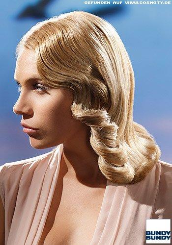 Glamouröse Föhnwelle für den blonden Long-Bob