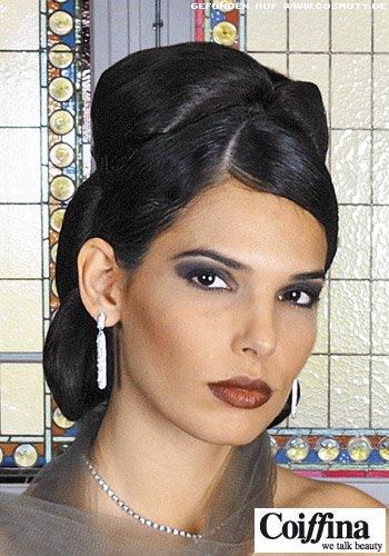Glamouröse Hochsteckfrisur aus Haarschlaufen