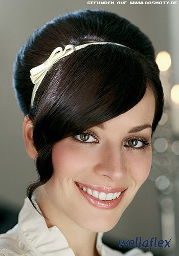 Glamouröser Beehive mit Haarreif