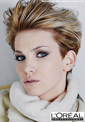 Glamour-Pixie mit unterschiedlichen Blond-Tönen
