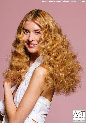 Goldblondes Haar mit Zickzack-Wellen
