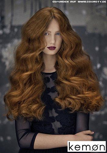 Große Glamourwellen in superlangem Haar