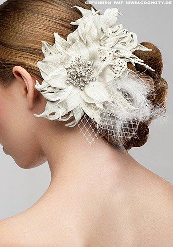 Großer Blütenschmuck zum einfachen, tiefen Knoten