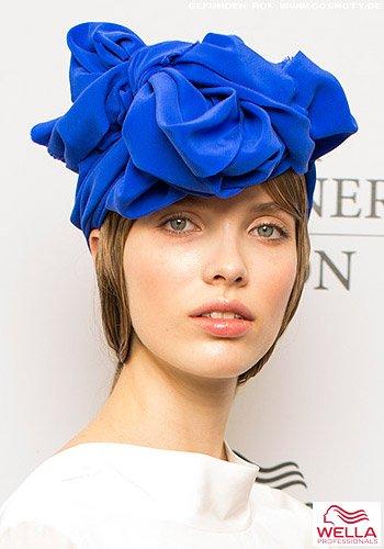 Großes Samt-Haarband als Turban zum Haar im Wet-Look