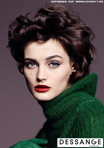 Große Wellen für super-eleganten, femininen Look des Kurz-Bobs