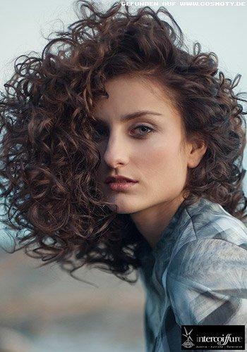 Frisuren Bilder Grosszugige Locken Zum Seitenscheitel Frisuren Haare
