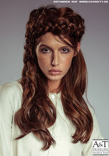 Haarkrone aus geflochtenen Zöpfen