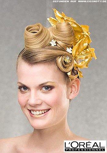 Haarschnecken zu goldenen Blütenblättern