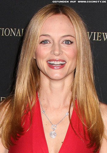 Heather Graham mit Sleek-Look und Mittelscheitel