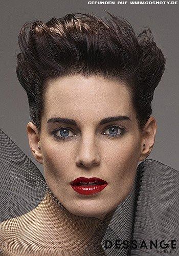 Hochgestyltes, kurzes Haar für einen eleganten Ausgeh-Look