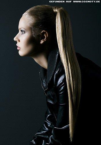 Frisuren Bilder Hoher Zopf Im Strengen Sleek Look Frisuren Haare