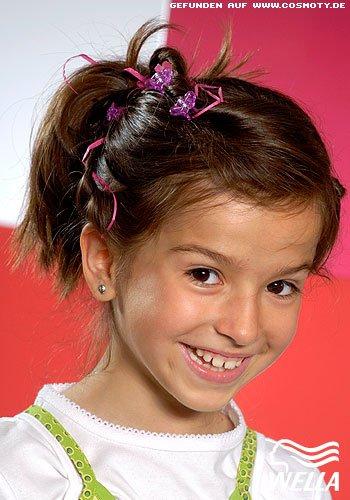 Hübsch geschmückter Zopf für kleine Damen