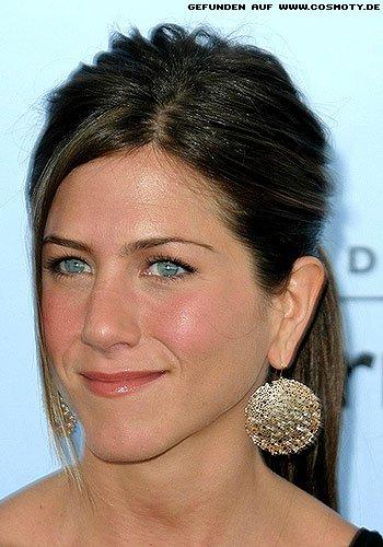 Frisuren Bilder Jennifer Aniston Mit Locker Zusammengefassten Zopf