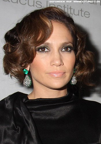 Jennifer Lopez mit glamourösem Wellen-Bob